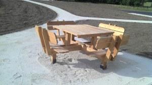 Table et bancs 1350 €